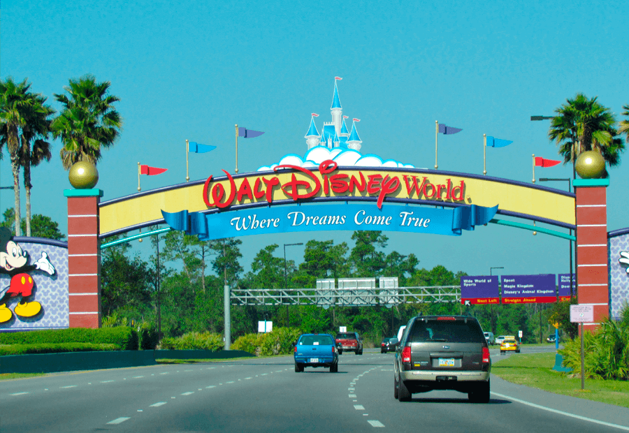 Cartel entrada propiedad Disney World por carretera.